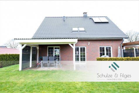 Elegantes Einfamilienhaus in idyllischer Feldrandlage, 24640 Schmalfeld, Einfamilienhaus