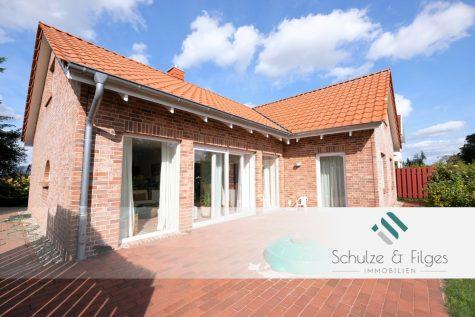 Individuelles Architektenhaus mit Seeblick umgeben von Wald und Wiesen, 23813 Nehms, Einfamilienhaus